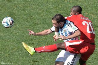 阿根廷主教练:对伊瓜因有信心 他为全队牺牲了自己