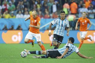 阿根廷对位罗本之人也是速度狂魔 带球穿裆过小飞侠