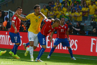巴西决战哥伦比亚前麻烦不断 FIFA调查弗雷德打人事件