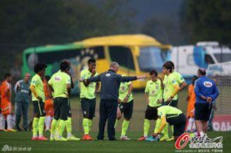 内马尔伤势无碍回归巴西训练 废人被撤1人改踢中锋