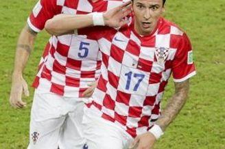 世界杯-曼朱造红牌+两球 克罗地亚4-0淘汰喀麦隆