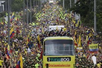 震撼!哥伦比亚万人出街迎英雄回国 春运来袭(图)