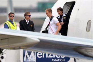 英格兰队回国抵达曼彻斯特 世界杯失意待重整雄风