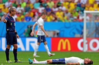 巴西后又出1伪中锋!本泽马给他让位不值 传奇:早该下