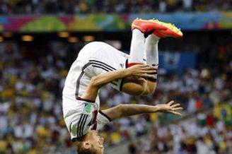世界杯-克洛泽进球救主平大罗纪录 德国2-2平加纳