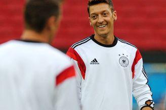 厄齐尔把狠话撂这了!德国不拿冠军我们就不回去了