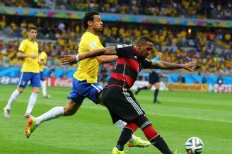 巴西6万球迷齐嘘一个罪人!巴西9号之死 大罗想哭