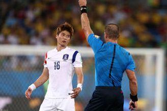 韩国球迷吐槽:裁判收钱了?朴主永最佳位置是板凳
