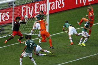 三次神扑!世界杯服了这尊神 全欧洲现在抢他抢疯了