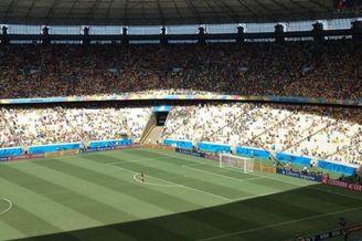 世界杯超囧一幕 太热啦!球迷全被太阳晒跑啦(图)