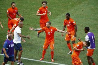 荷兰真大腿回来了!历史第1 世界杯最神1人被他踢傻