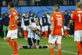 命啊!荷兰竟倒在最强支柱手中 别了橙色黄金一代
