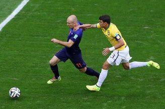 争议!巴西0-3都是裁判留面?核心开场2分钟就该下场