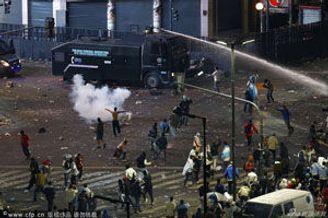 阿根廷首都发生打砸抢暴乱 8名防爆警察受伤