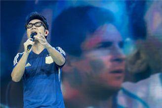 王铮亮献曲梅西为生日礼 英国大使鼓励球队为荣誉而战