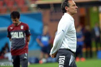 意大利队医道出布冯伤情真相 称踢英格兰每人掉水2升