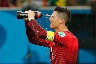 世界杯玩起NBA暂停!历史首次 C罗他们全跑去喝水