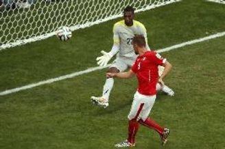 世界杯-替补锋霸93分钟绝杀 瑞士2-1逆转厄瓜多尔