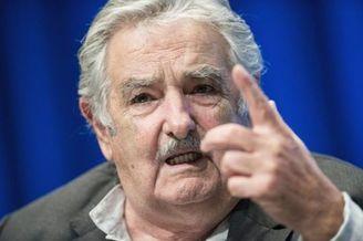 乌拉圭总统再轰FIFA怒斥狗娘养 处罚苏神是法西斯