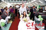 俄罗斯小伙陪患癌女友到广州求医 医院办婚礼