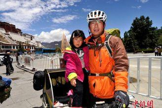 父亲携女骑行环游中国