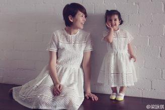 梁咏琪和女儿穿亲子装