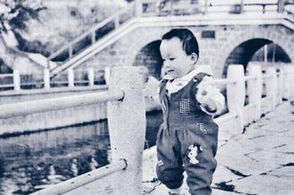 现役中国男篮球员童年照