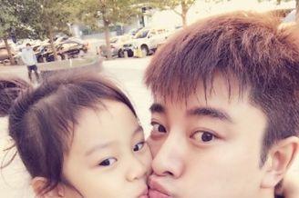 贾乃亮送甜馨上学获香吻