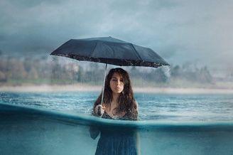 一把伞拍出一幅优秀的作品