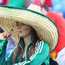 墨西哥VS喀麦隆球迷助威