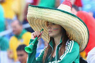 高清图-墨西哥VS喀麦隆球迷助威