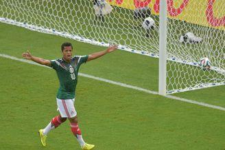 高清图-墨西哥喀麦隆仨进球被吹