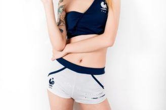 高清图-足球宝贝秀纹身力挺法国