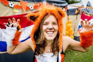 高清图-探访荷兰球迷营地