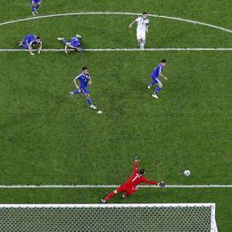 梅西进球瞬间再现经典1V6神图