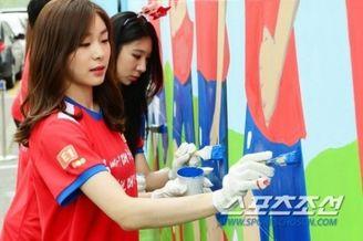 高清图-金妍儿变身粉刷匠助威韩国