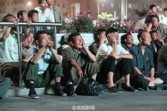 高清图-朝鲜球迷广场观战世界杯