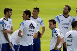 高清图-阿根廷备战球迷闯入