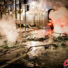智利国内球迷疯狂庆祝胜利警察出动维持秩序