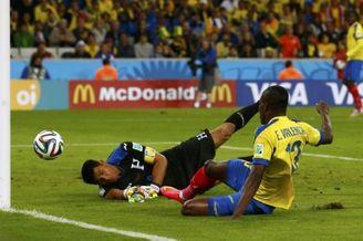 高清图-第76球:厄瓜多尔福将扳平