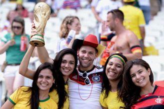 高清图-德国加纳现场球迷风采