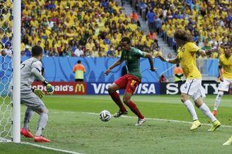 高清图-第101球:巴西右路铁闸被打穿