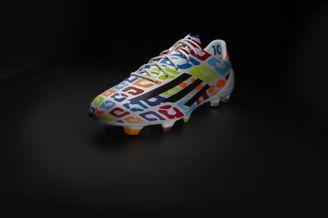 高清图-梅西生日特别款球鞋