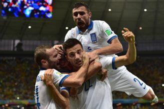 高清图-第111球:希腊抓住对手防线失误