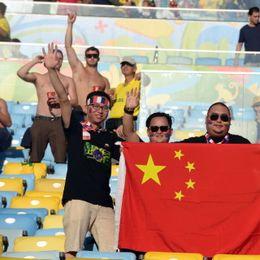 新浪直击中国国旗亮相马拉卡纳