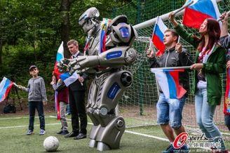 高清图-俄罗斯机器人踢足球