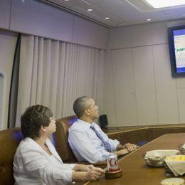 奥巴马空军一号上看世界杯
