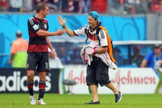 高清图-拜仁球迷冲进德国美国大战