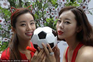 高清图-巴西世界杯上的姐妹花球迷