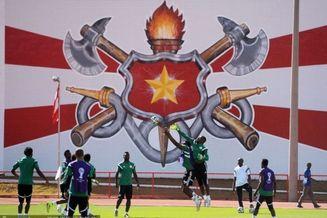 高清图-尼日利亚备战 米克尔运球突破显篮球天赋